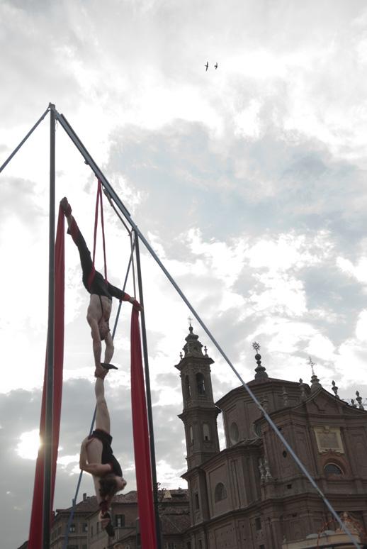 Duo Acrobat - ph Andrea Macchia - Festival Mirabilia 2009