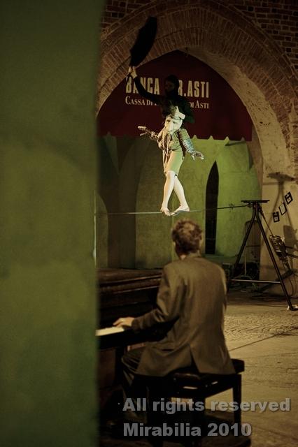 Compagnie Le Boustrophédon - Camélia et son pianiste - Festival Mirabilia 2010 - ph Andrea Macchia