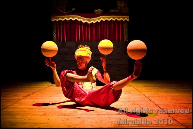 Circo Paniko - ? Punto di domanda - Festival Mirabilia 2010 / ph Daniela Salton