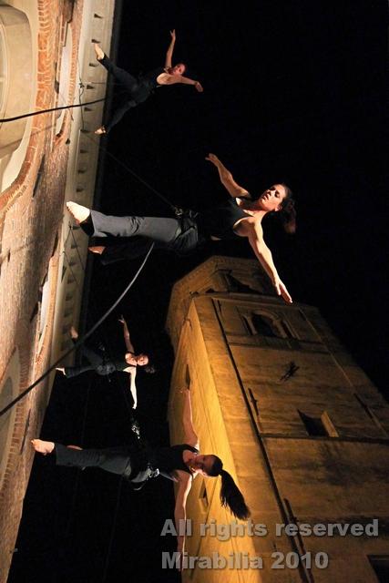Compagnia Danza Contemporanea Verticale Vertiges - Le città invisibili - Festival Mirabilia 2010 - ph Daniela Salton