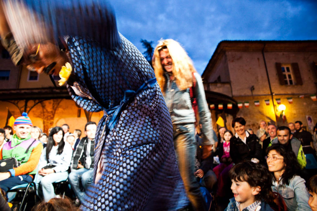 Adrian Schvarzstein - The Bed - Festival Mirabilia 2011 - ph Daniela Salton