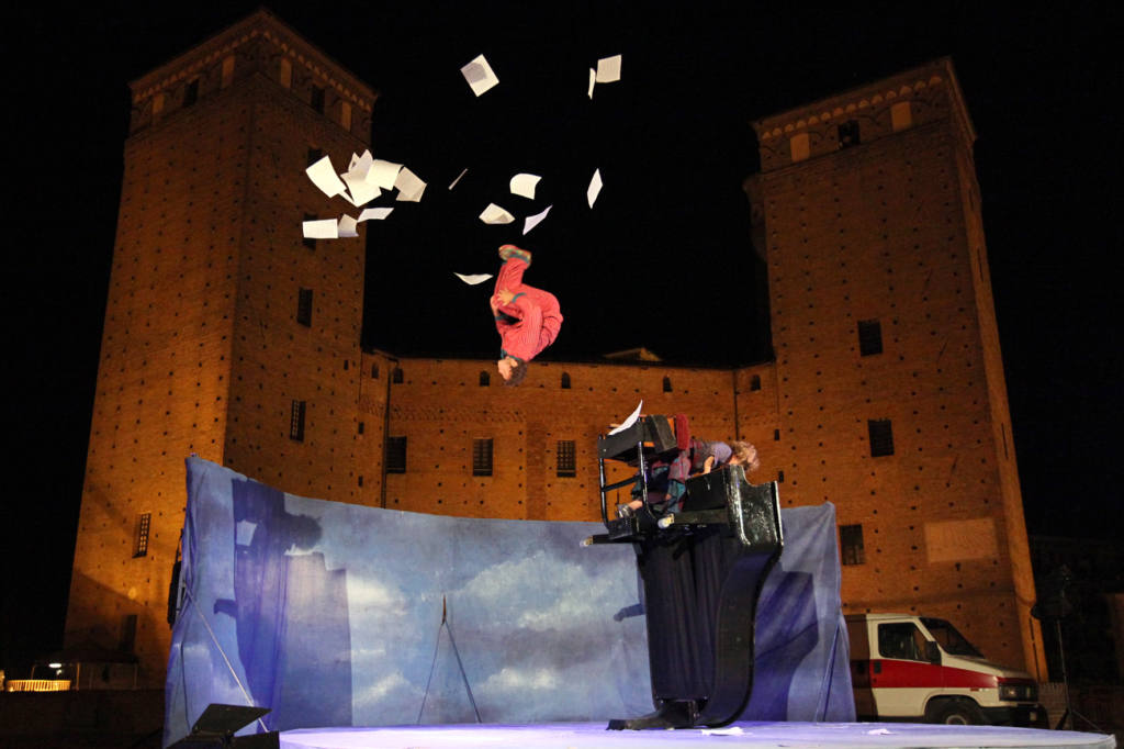 Compagnia D'irque & Fien - Carrousel des moutons - Festival Mirabilia 2011 - ph Marco Salzotto
