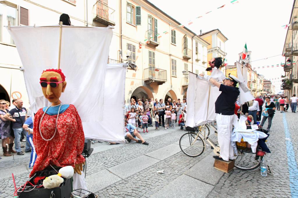 Compagnia Il dottor Bostik - Arie - Festival Mirabilia 2011 - ph Marco Salzotto