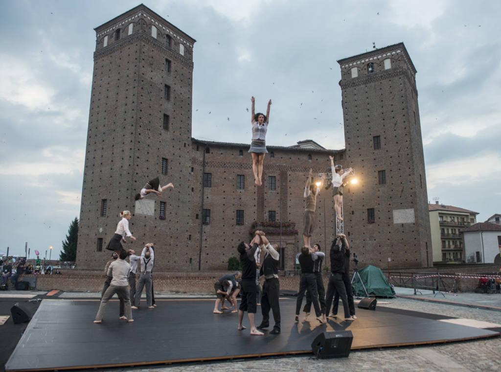 compagnie XY - Il n'est pas encore minuit - Festival Mirabilia 2014 - ph Andrea Macchia