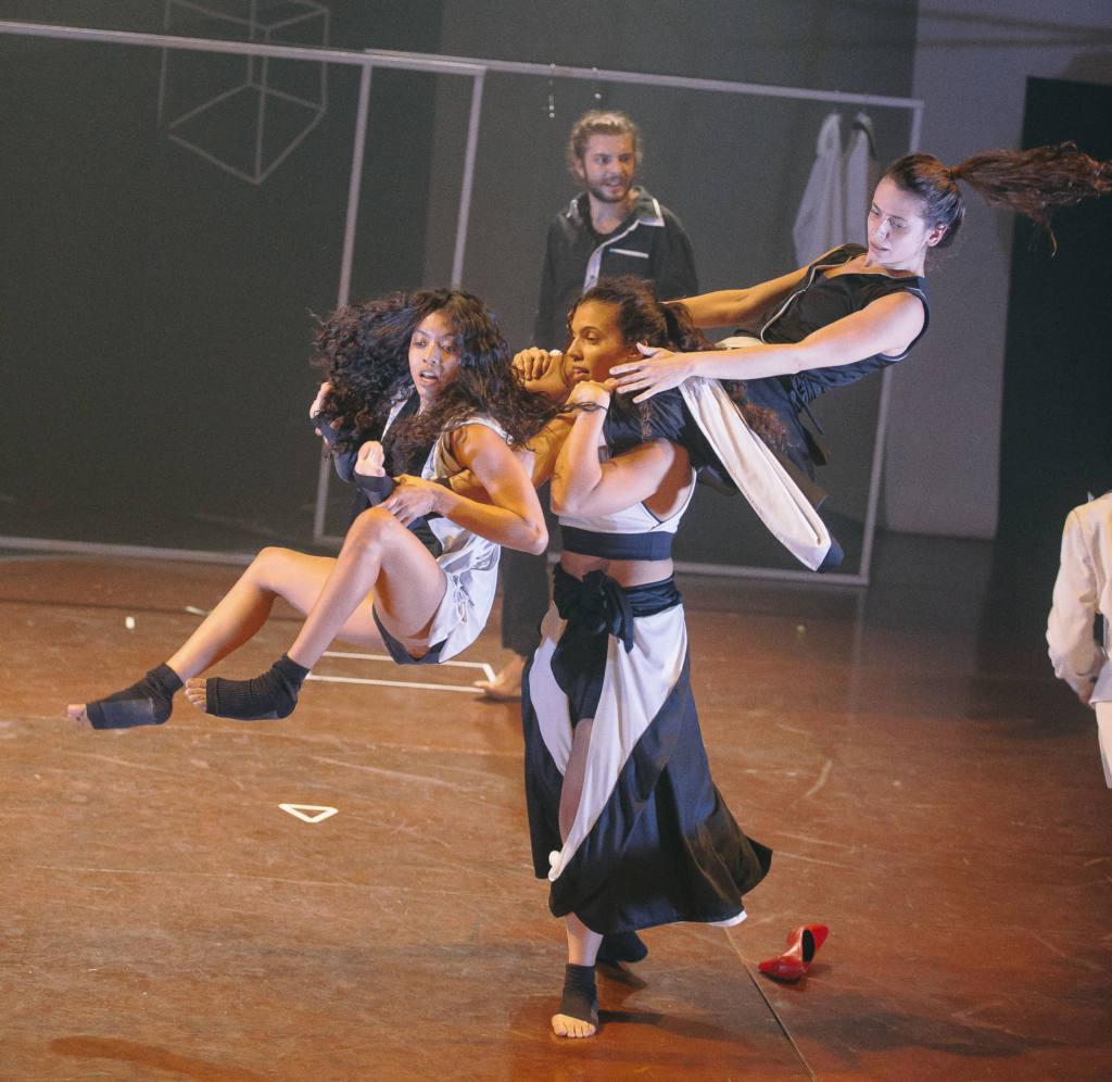 A salto alto for Stations - Circo No Ato - ph Rodrigo Menezes
