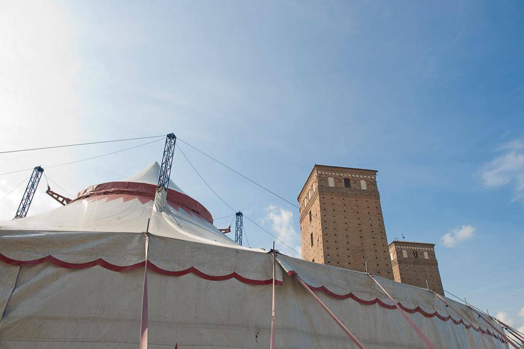 Chapiteau Piazza Castello - Festival Mirabilia 2012 - ph Andrea Macchia