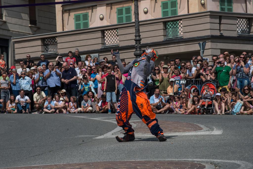 Karcocha - El coche - Festival Mirabilia 2013 - ph Andrea Macchia
