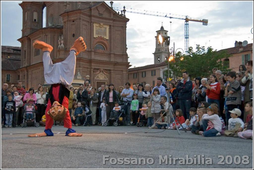 Girovago & Rondella family theater - c Mirabilia 2008