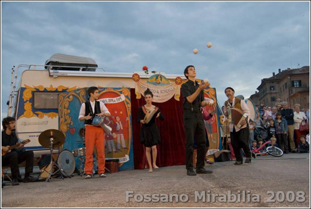 Girovago & Rondella family theater - Festival Mirabilia 2008