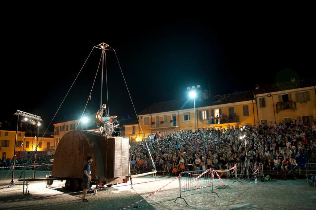 Circ Panic - La caravana passa - Festival Mirabilia 2010 - ph Andrea Macchia
