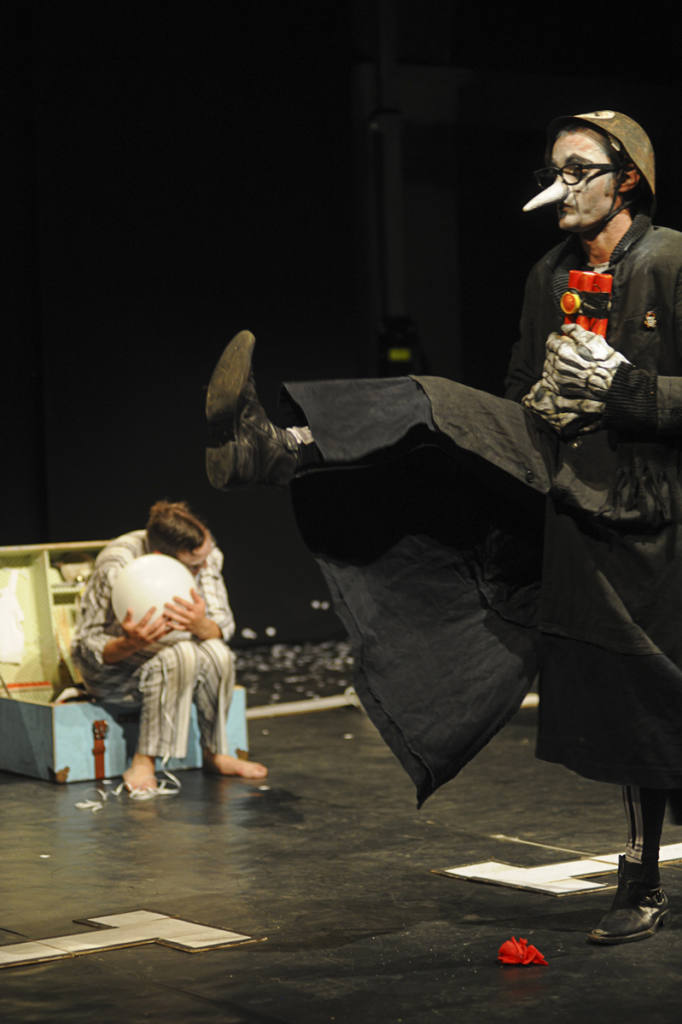Principio Attivo Teatro - Mannaggia 'a mort - Festival Mirabilia 2012 - ph Andrea Macchia