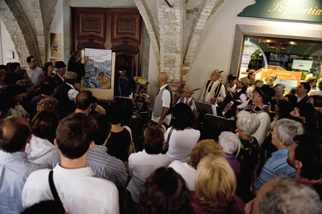 Compagnia teatrale La Corte dei Folli - Festival Mirabilia 2010 - ph Andrea Macchia