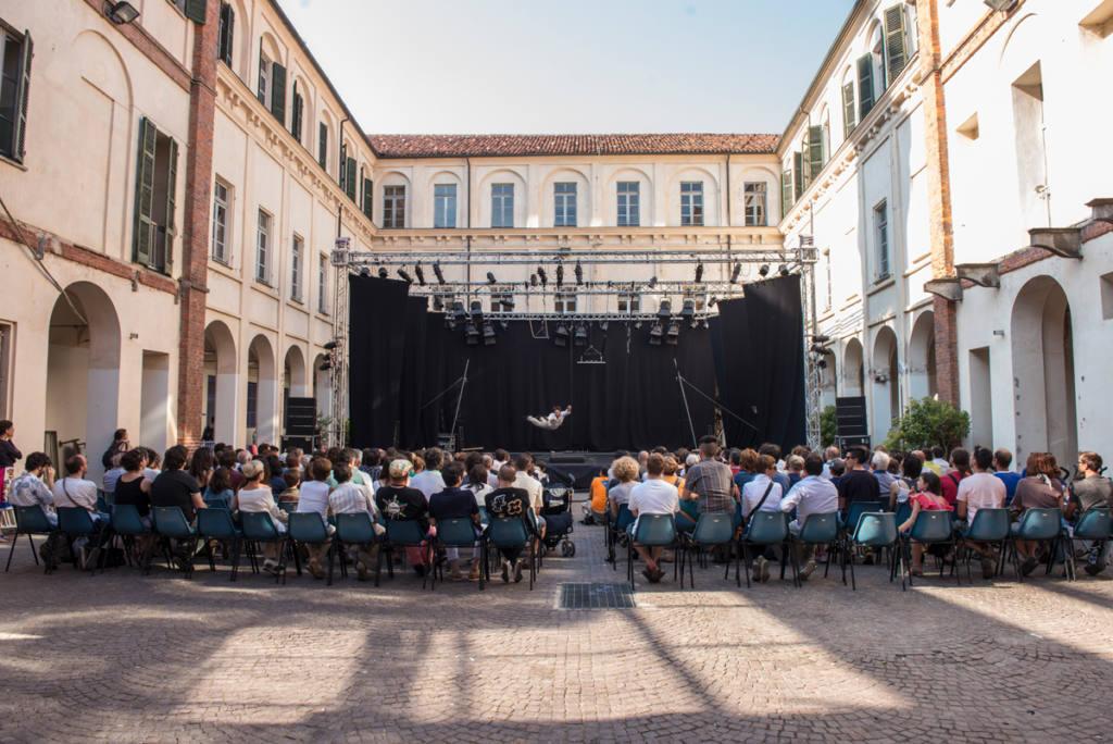 Cirko Vertigo - Eccentrika - Festival Mirabilia 2013 - ph Andrea Macchia