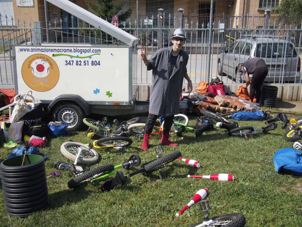 Scuole di circo ai giardini pubblici - Festival Mirabilia 2013 - ph Alessandro Sala