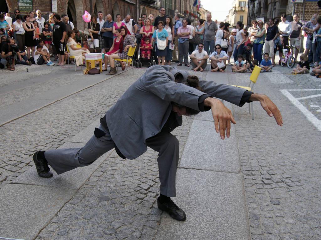 A.O.S. - Ri essi durante la caduta / Frammenti - Festival Mirabilia 2013 - ph Alessandro Sala